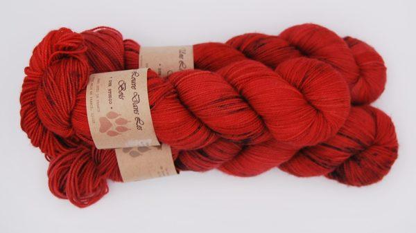 une-louve-dans-les-bois-2-merino-artisanal-teinte-main-twist-sock-jolis-coquelicots