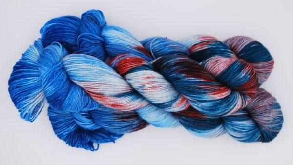 une-louve-dans-les-bois-2-merino-artisanal-teinte-main-twist-sock-nymphéas