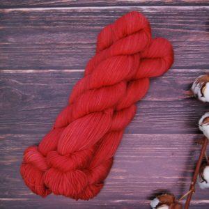 une-louve-dans-les-bois-3-laine-artisanal-teinte-main-DK-merino-coeur-de-cerise