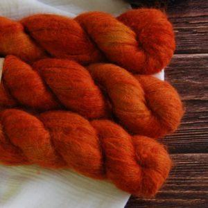 une-louve-dans-les-bois-3-laine-artisanal-teinte-main-suri-alpaga-fall