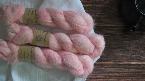 une-louve-dans-les-bois-3-laine-artisanal-teinte-main-suri-alpaga-little-lady