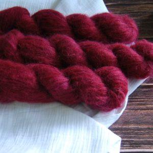 une-louve-dans-les-bois-3-laine-artisanal-teinte-main-suri-alpaga-petite-griotte