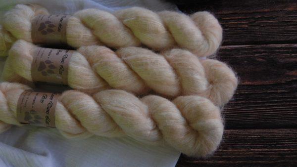 une-louve-dans-les-bois-3-laine-artisanal-teinte-main-suri-alpaga-soleil-de-minuit
