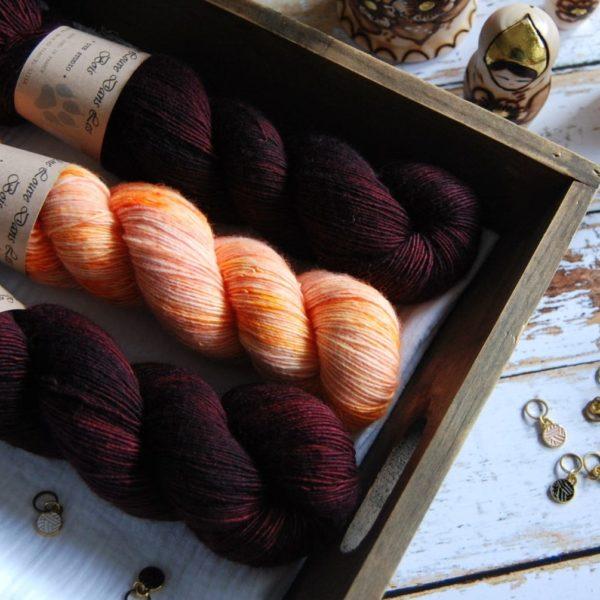 une-louve-dans-les-bois-3-merino-artisanal-teinte-main-single-jolies-fleurs-erables-en-automne-marmelade-d-agrumes