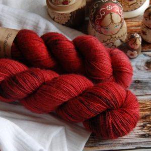 une-louve-dans-les-bois-3-merino-artisanal-teinte-main-twist-sock-jolis-coquelicots