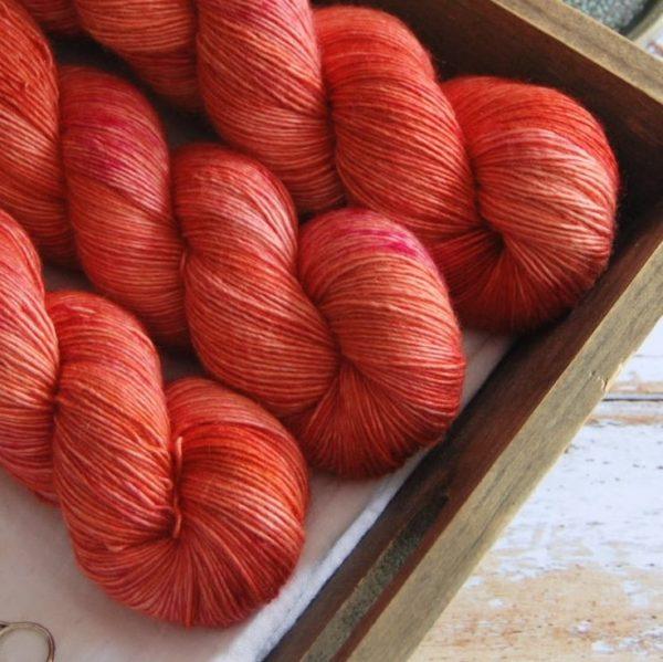 une-louve-dans-les-bois-4-laine-artisanal-teinte-main-single-merino-palais-des-vents