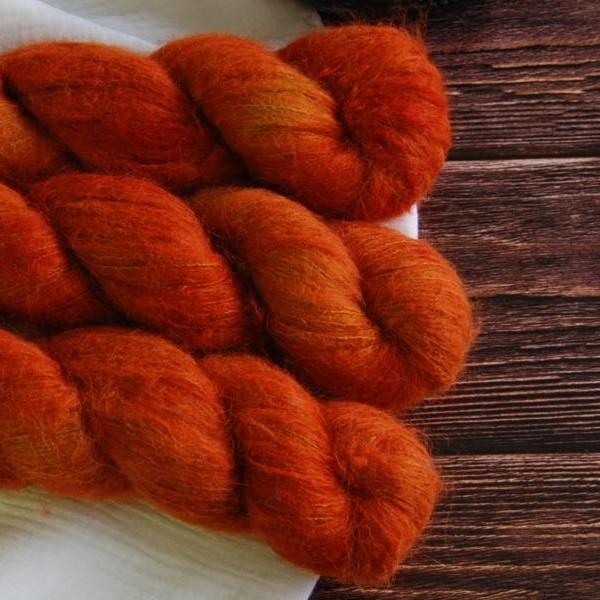 une-louve-dans-les-bois-4-laine-artisanal-teinte-main-suri-alpaga-fall