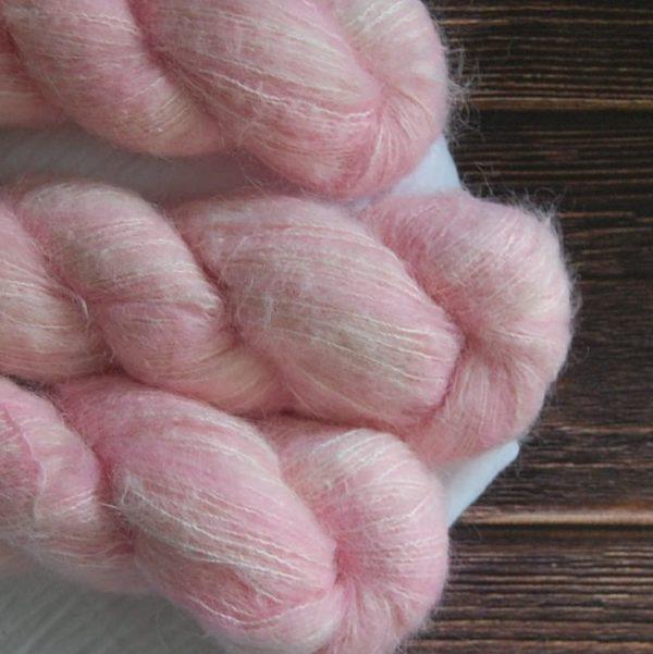 une-louve-dans-les-bois-4-laine-artisanal-teinte-main-suri-alpaga-little-lady