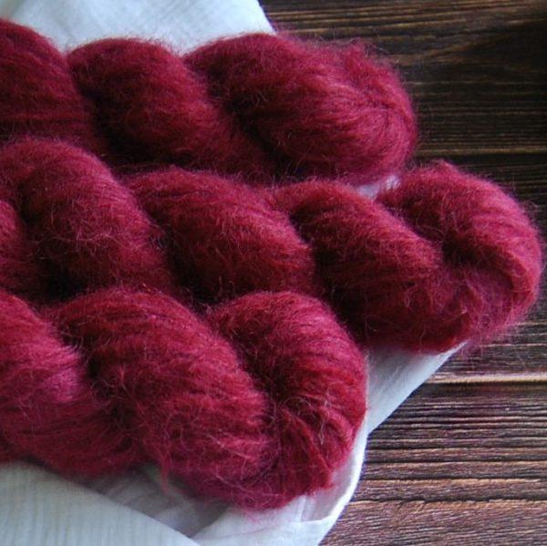 une-louve-dans-les-bois-4-laine-artisanal-teinte-main-suri-alpaga-petite-griotte
