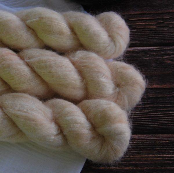 une-louve-dans-les-bois-4-laine-artisanal-teinte-main-suri-alpaga-soleil-de-minuit