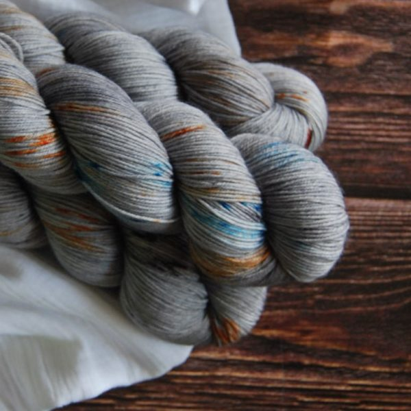 une-louve-dans-les-bois-4-merino-artisanal-teinte-main-fine-sock-epaves-en-mer-d-iroise