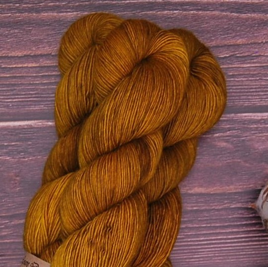 une-louve-dans-les-bois-4-merino-artisanal-teinte-main-single-ruée-vers-l-or