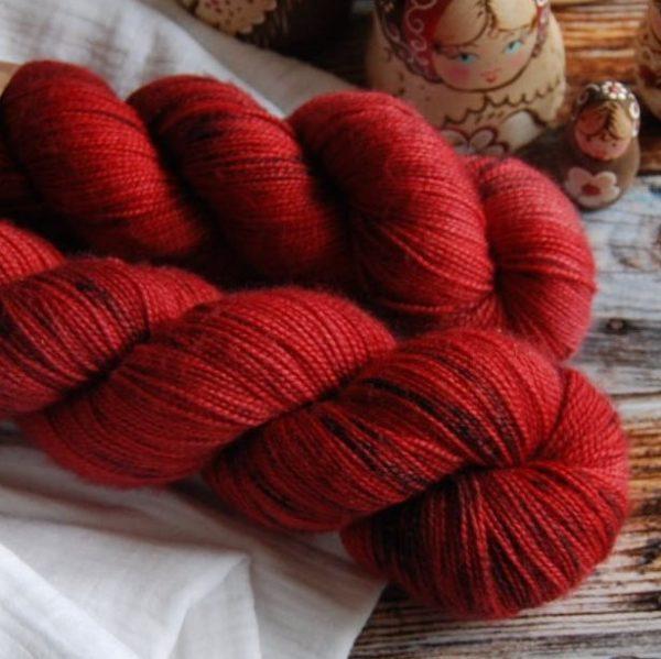 une-louve-dans-les-bois-4-merino-artisanal-teinte-main-twist-sock-jolis-coquelicots