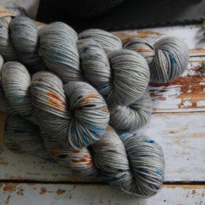 une-louve-dans-les-bois-5-laine-artisanal-teinte-main-DK-merino-epaves-en-mer-d-iroise