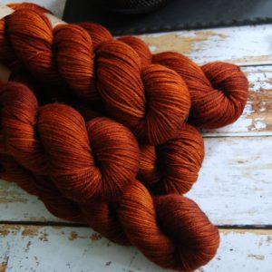 une-louve-dans-les-bois-5-laine-artisanal-teinte-main-DK-merino-fall