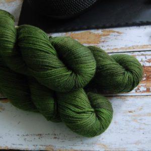 une-louve-dans-les-bois-5-laine-artisanal-teinte-main-DK-merino-broceliande