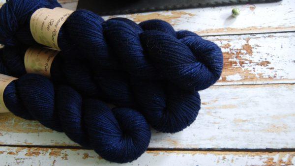 une-louve-dans-les-bois-5-laine-artisanal-teinte-main-DK-merino-sailors-and-fishermen