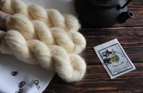 une-louve-dans-les-bois-5-laine-artisanal-teinte-main-suri-alpaga-soleil-de-minuit