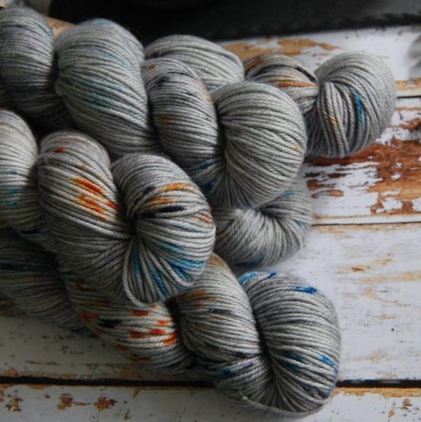 une-louve-dans-les-bois-6-laine-artisanal-teinte-main-DK-merino-epaves-en-mer-d-iroise