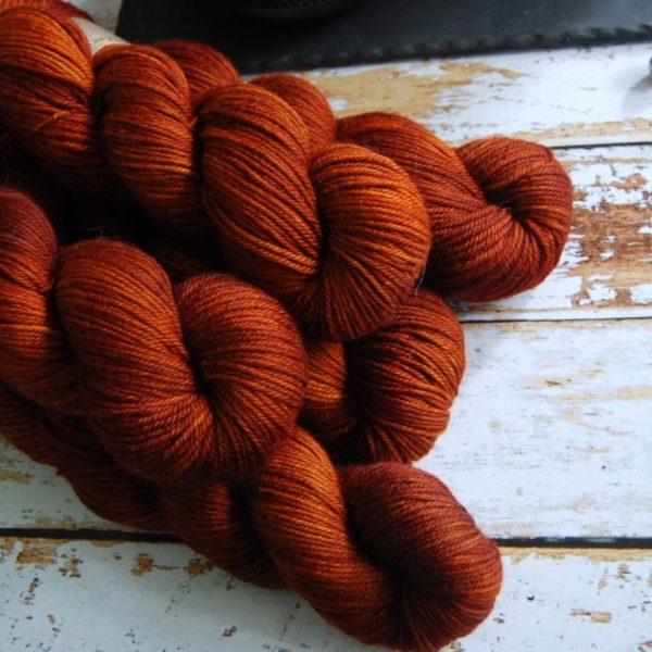 une-louve-dans-les-bois-6-laine-artisanal-teinte-main-DK-merino-fall
