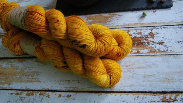 une-louve-dans-les-bois-6-laine-artisanal-teinte-main-DK-merino-les-tournesols