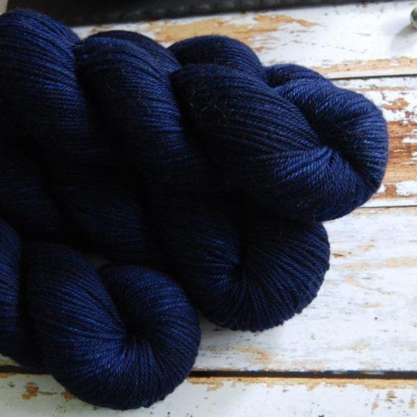 une-louve-dans-les-bois-6-laine-artisanal-teinte-main-DK-merino-sailors-and-fishermen