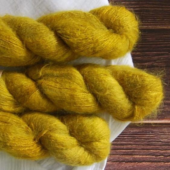 une-louve-dans-les-bois-6-laine-artisanal-teinte-main-suri-alpaga-ruee-vers-l-or