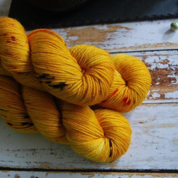 une-louve-dans-les-bois-7-laine-artisanal-teinte-main-DK-merino-les-tournesols