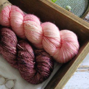 une-louve-dans-les-bois-7-laine-artisanal-teinte-main-single-solene-knits