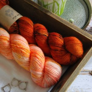 une-louve-dans-les-bois-8-laine-artisanal-teinte-main-single-solene-knits