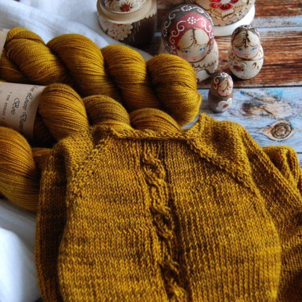 une-louve-dans-les-bois-constance-merino-artisanal-teinte-main-twist-sock-ruee-l-or