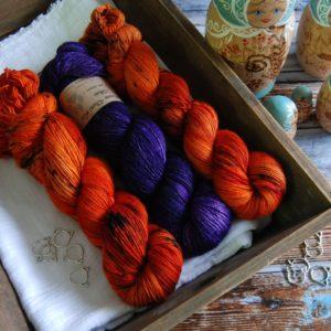une-louve-dans-les-bois-kit-millesime-laine-artisanale-teinte-main-france-single-twist-fine-au-coin-du-feu-1001-nuits