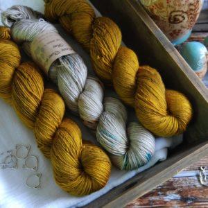 une-louve-dans-les-bois-kit-millesime-laine-artisanale-teinte-main-france-single-twist-fine-en-amoureux-sur-la-plage-ruee-vers-l-or