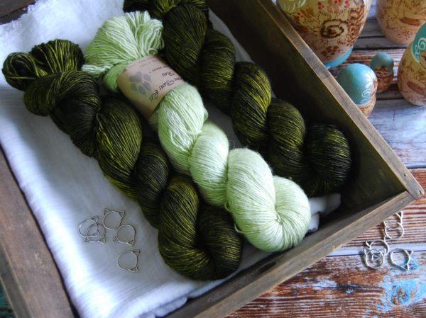 une-louve-dans-les-bois-kit-millesime-laine-artisanale-teinte-main-france-single-twist-fine-minty-foret-noire