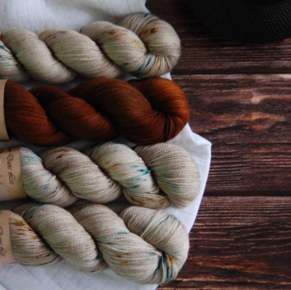 une-louve-dans-les-bois-kit-popeye-laine-artisanale-teinte-main-france-single-twist-fine-en-amoureux-sur-la-plage-2