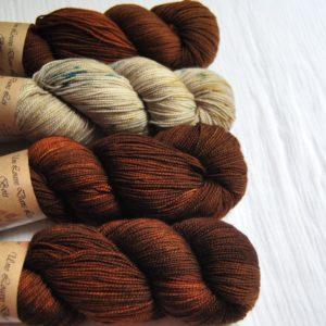 une-louve-dans-les-bois-kit-popeye-laine-artisanale-teinte-main-france-single-twist-fine-l-odeur-du-bois-en-amoureux-sur-la-plage