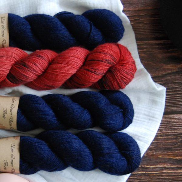 une-louve-dans-les-bois-kit-popeye-laine-artisanale-teinte-main-france-single-twist-fine-marin-pompier-2