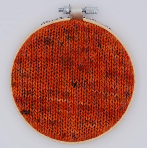 une-louve-dans-les-bois-nuancier-laine-artisanale-teinte-main-france-single-twist-fine-sock-au-coin-du-feu