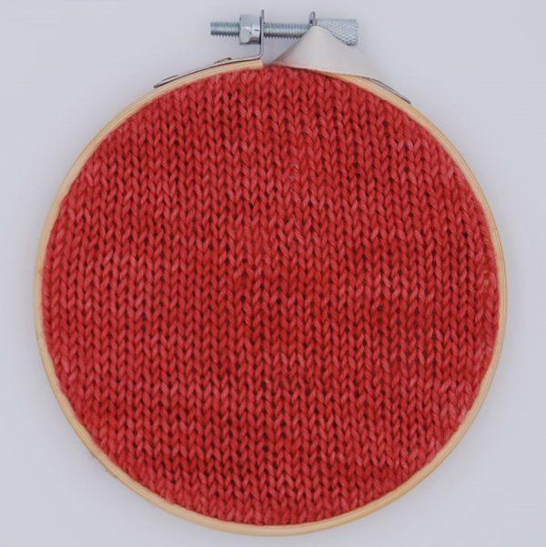 une-louve-dans-les-bois-nuancier-laine-artisanale-teinte-main-france-single-twist-fine-sock-coeur-de-cerise