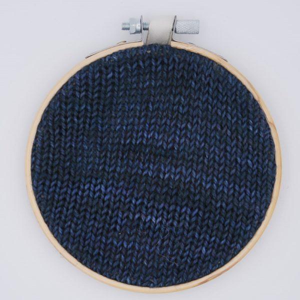 une-louve-dans-les-bois-nuancier-laine-artisanale-teinte-main-france-single-twist-fine-sock-dans-les-profondeurs
