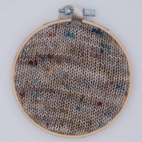 une-louve-dans-les-bois-nuancier-laine-artisanale-teinte-main-france-single-twist-fine-sock-en-amoureux-sur-la-plage