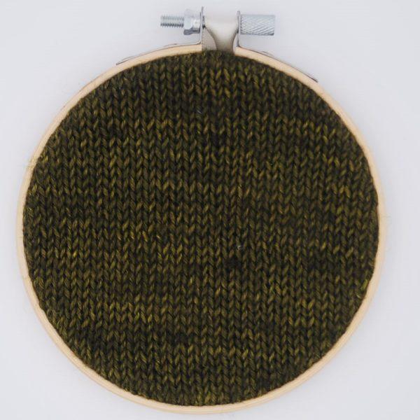 une-louve-dans-les-bois-nuancier-laine-artisanale-teinte-main-france-single-twist-fine-sock-foret-noire