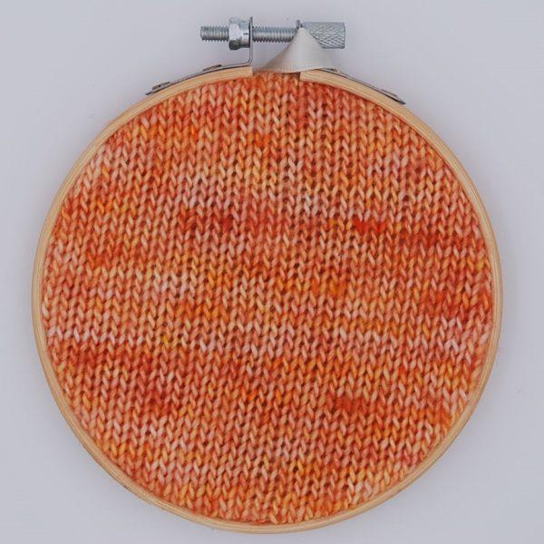 une-louve-dans-les-bois-nuancier-laine-artisanale-teinte-main-france-single-twist-fine-sock-marmelade-d-agrumes
