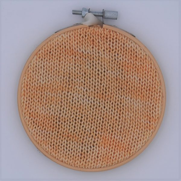 une-louve-dans-les-bois-nuancier-laine-artisanale-teinte-main-france-single-twist-fine-sock-soleil-de-minuit
